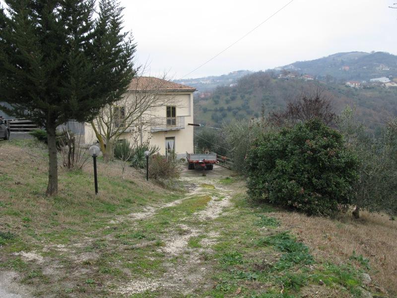 Soluzione Indipendente in vendita a Ariano Irpino, 4 locali, zona Località: ContradaValleluogo, prezzo € 45.000 | CambioCasa.it