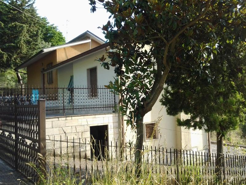 Soluzione Semindipendente in vendita a Ariano Irpino, 3 locali, zona Località: ViaFontanangelica, prezzo € 35.000 | CambioCasa.it