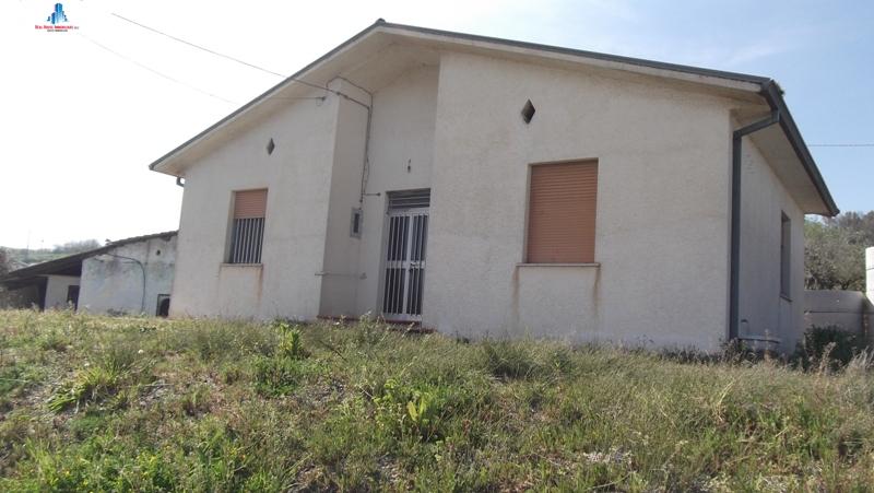 Soluzione Indipendente in vendita a Ariano Irpino, 4 locali, zona Località: contradabassiello, prezzo € 55.000 | CambioCasa.it