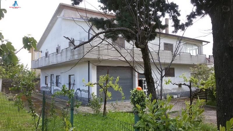 Soluzione Indipendente in vendita a Vallata, 6 locali, zona Località: contradamaggiano, Trattative riservate   CambioCasa.it