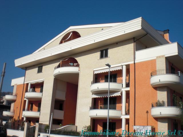 Attico / Mansarda in vendita a Tortoreto, 3 locali, zona Località: MURACCHE, prezzo € 155.000 | Cambio Casa.it