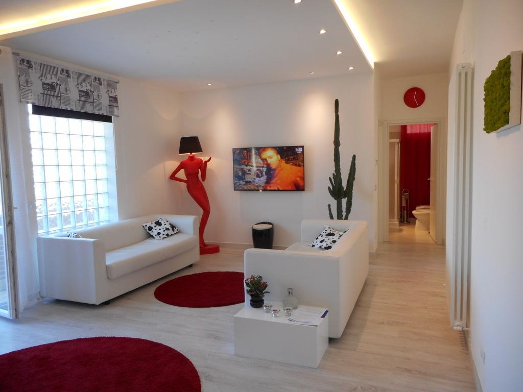Soluzione Indipendente in vendita a Martinsicuro, 10 locali, prezzo € 310.000 | Cambio Casa.it