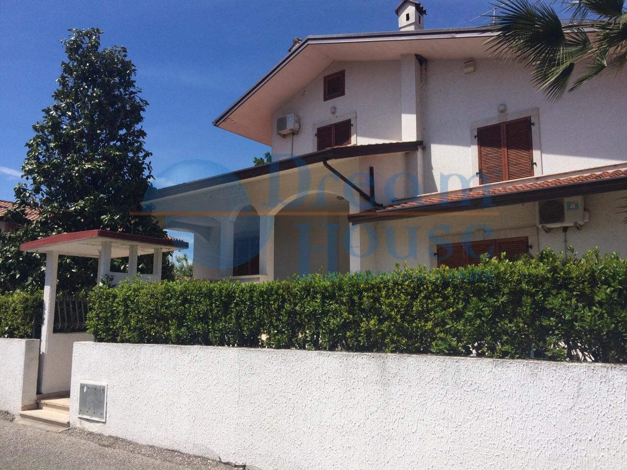 Soluzione Indipendente in vendita a Colonnella, 14 locali, prezzo € 370.000 | Cambio Casa.it