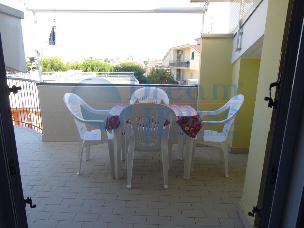 Attico / Mansarda in vendita a Alba Adriatica, 2 locali, zona Località: VillaFiore/Pinete, prezzo € 98.000 | Cambio Casa.it