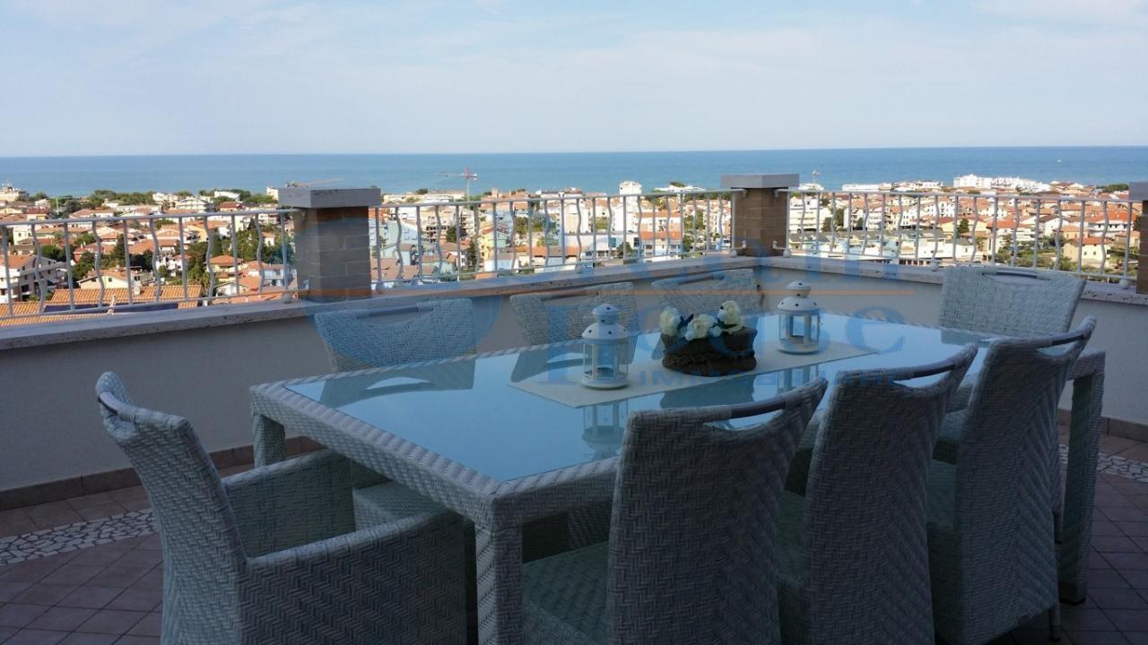 Appartamento in vendita a Tortoreto, 5 locali, zona Località: MURACCHE, prezzo € 470.000   CambioCasa.it