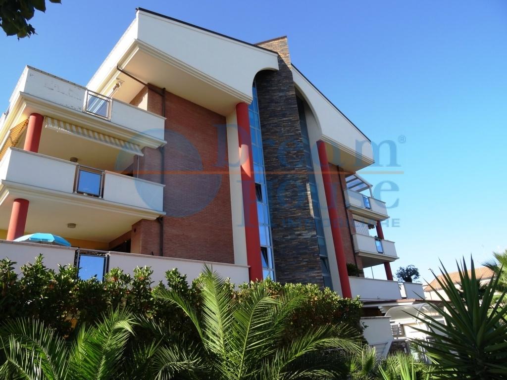 Attico / Mansarda in vendita a Tortoreto, 4 locali, zona Località: TORTORETOLIDO, prezzo € 175.000 | CambioCasa.it