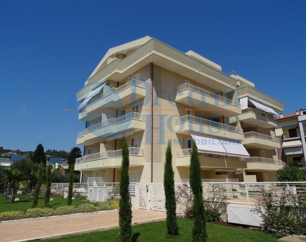 Appartamento in vendita a Tortoreto, 3 locali, zona Località: TORTORETOLIDO, prezzo € 115.000   CambioCasa.it