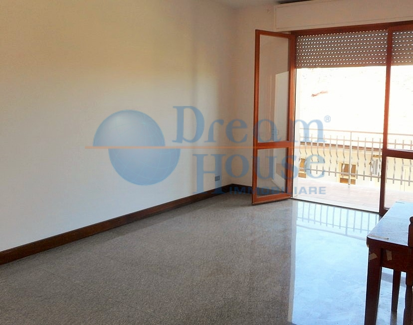 Appartamento in vendita a Martinsicuro, 5 locali, prezzo € 125.000 | CambioCasa.it