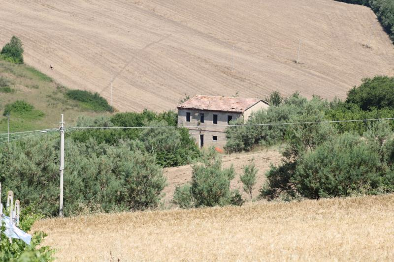 Rustico / Casale in vendita a Polverigi, 8 locali, zona Località: Semicentro, prezzo € 120.000 | CambioCasa.it