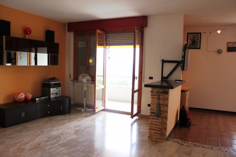 Villa Bifamiliare in vendita a Camerata Picena, 7 locali, prezzo € 160.000 | CambioCasa.it