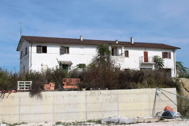 Soluzione Indipendente in vendita a Polverigi, 10 locali, zona Località: Semicentro, Trattative riservate | CambioCasa.it