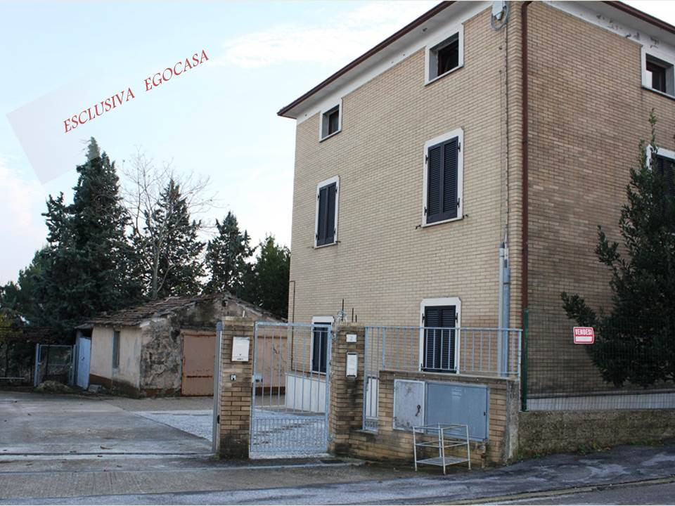 Soluzione Indipendente in vendita a San Marcello, 13 locali, prezzo € 380.000 | CambioCasa.it