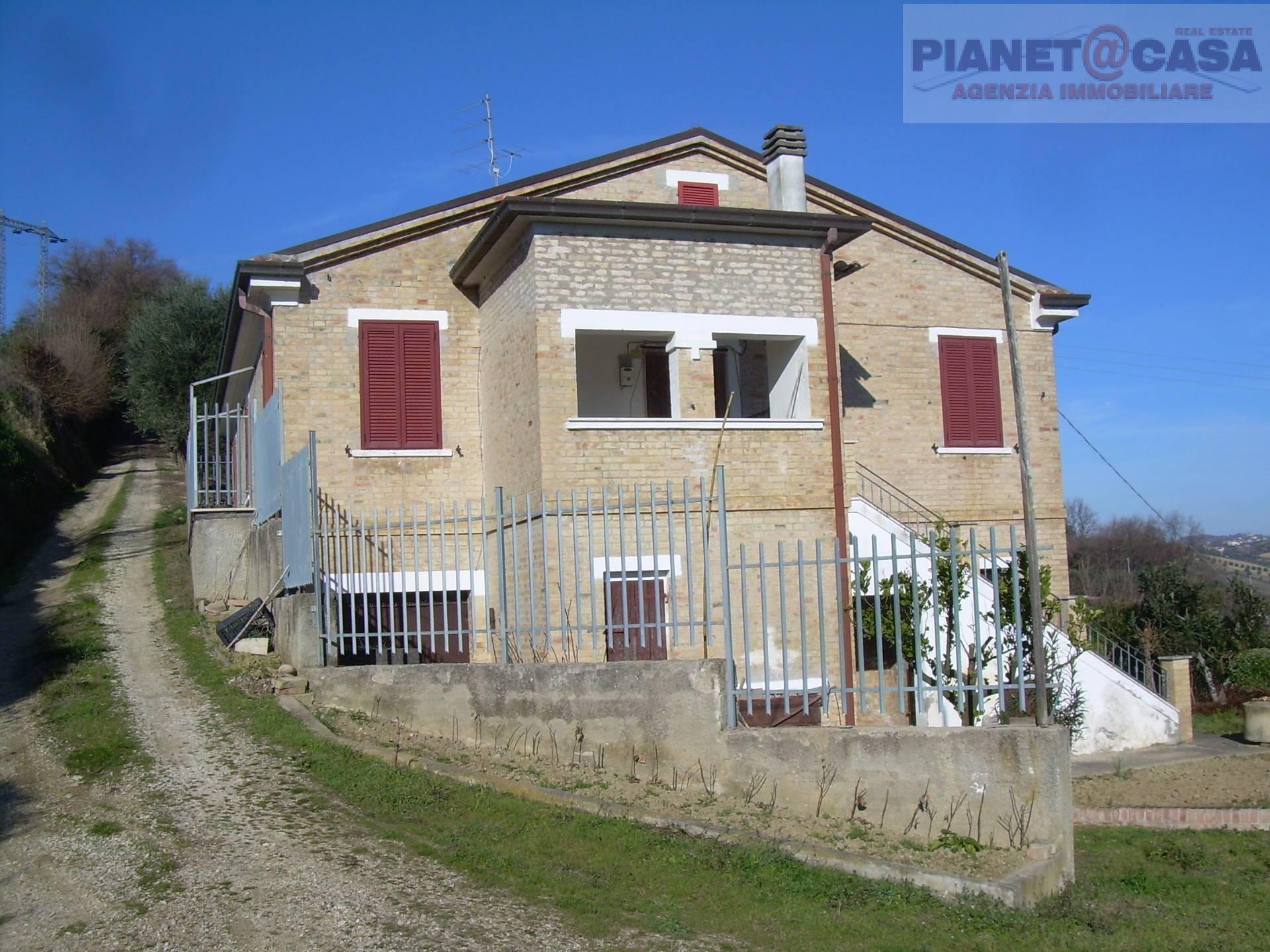 Rustico / Casale in vendita a Monsampolo del Tronto, 8 locali, prezzo € 179.000   CambioCasa.it