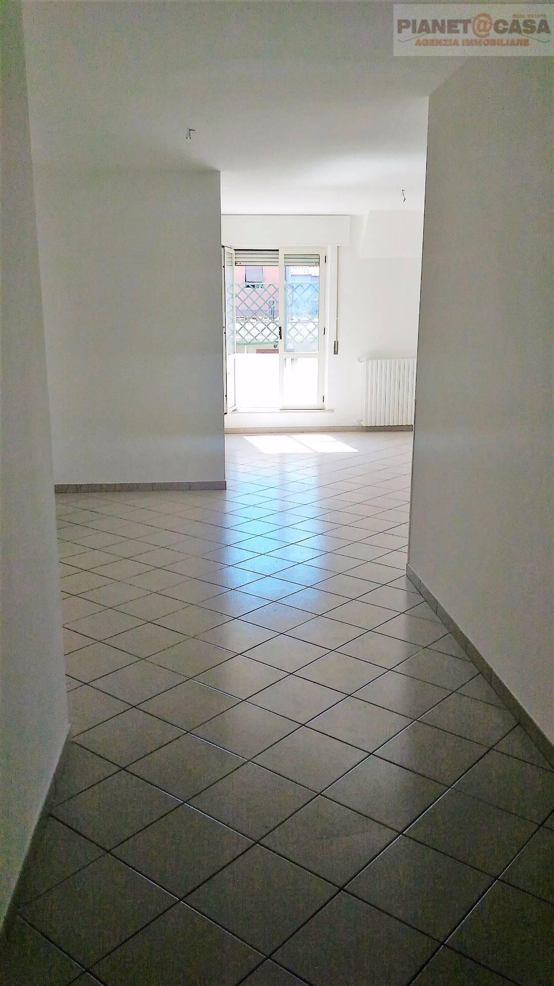 Appartamento in affitto a San Benedetto del Tronto, 5 locali, zona Località: PORTODASCOLI, prezzo € 600 | CambioCasa.it