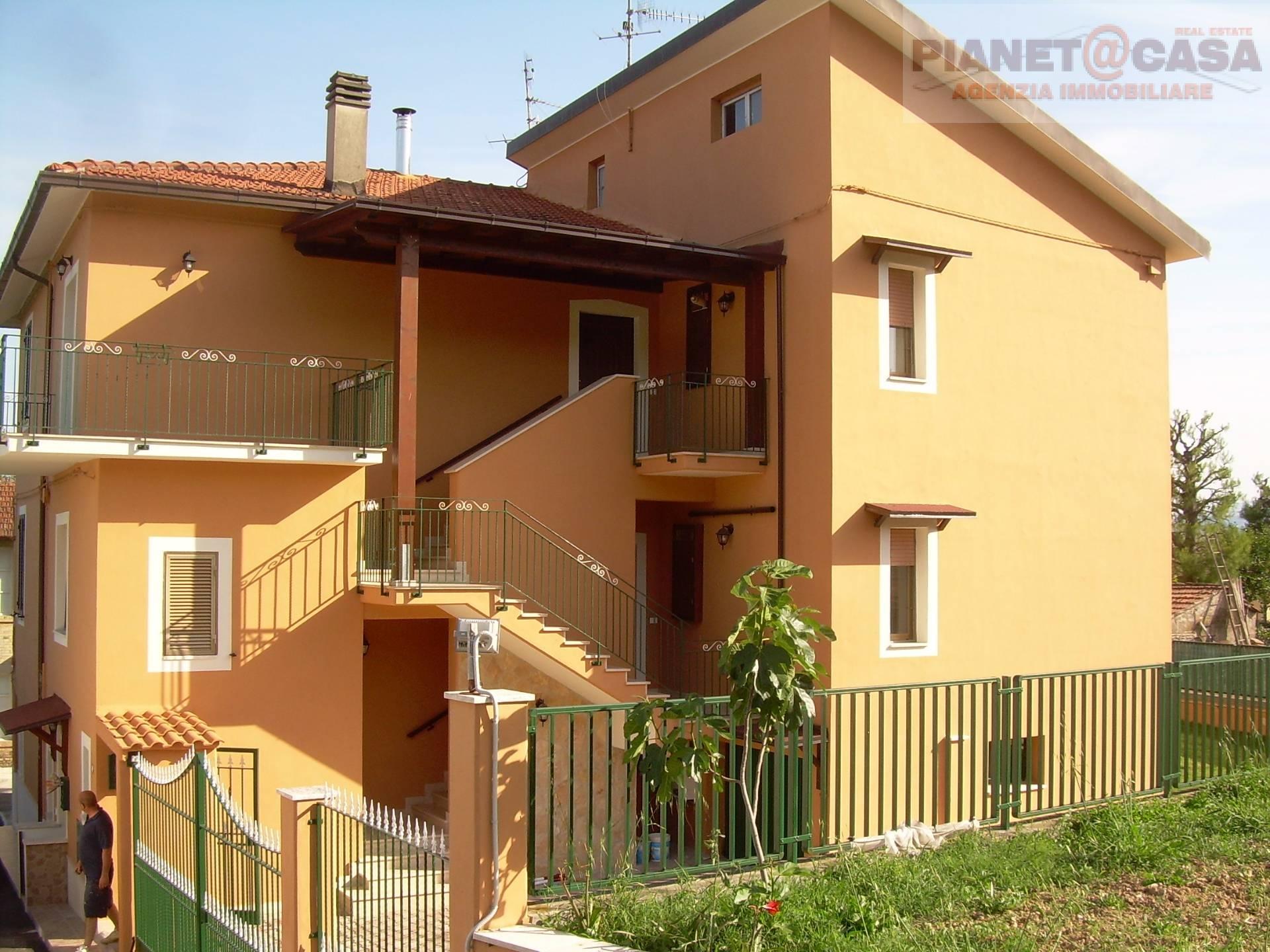 Appartamento in vendita a Colli del Tronto, 9 locali, prezzo € 229.000 | CambioCasa.it