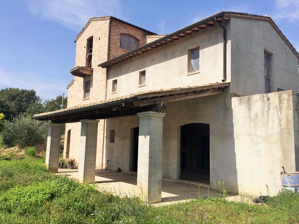 Rustico / Casale in vendita a Montefiore dell'Aso, 8 locali, Trattative riservate | CambioCasa.it