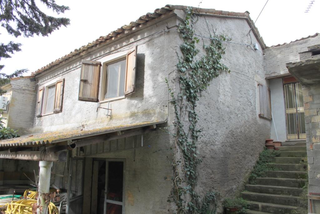 Rustico / Casale in vendita a Monsampolo del Tronto, 6 locali, prezzo € 120.000   CambioCasa.it