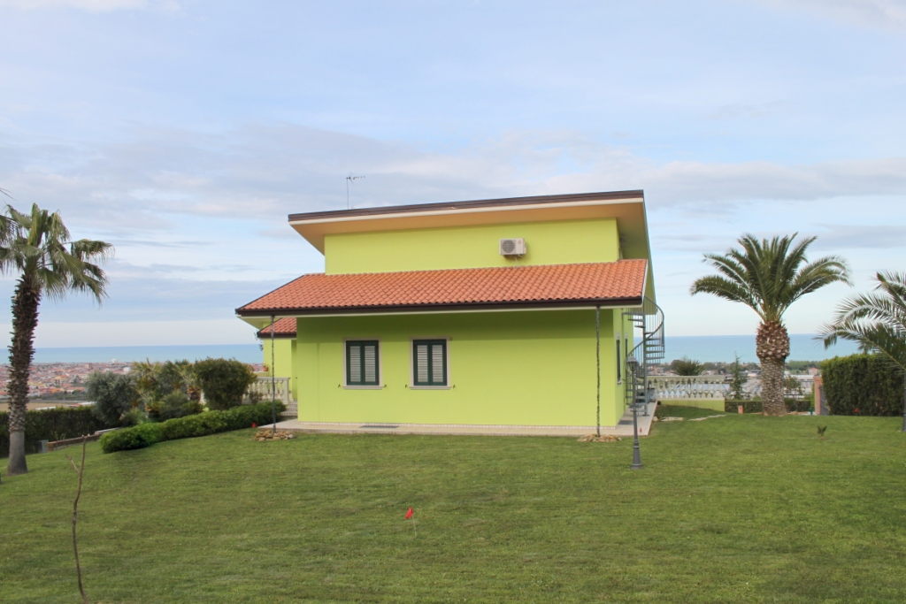 Villa in vendita a Martinsicuro, 10 locali, Trattative riservate | CambioCasa.it
