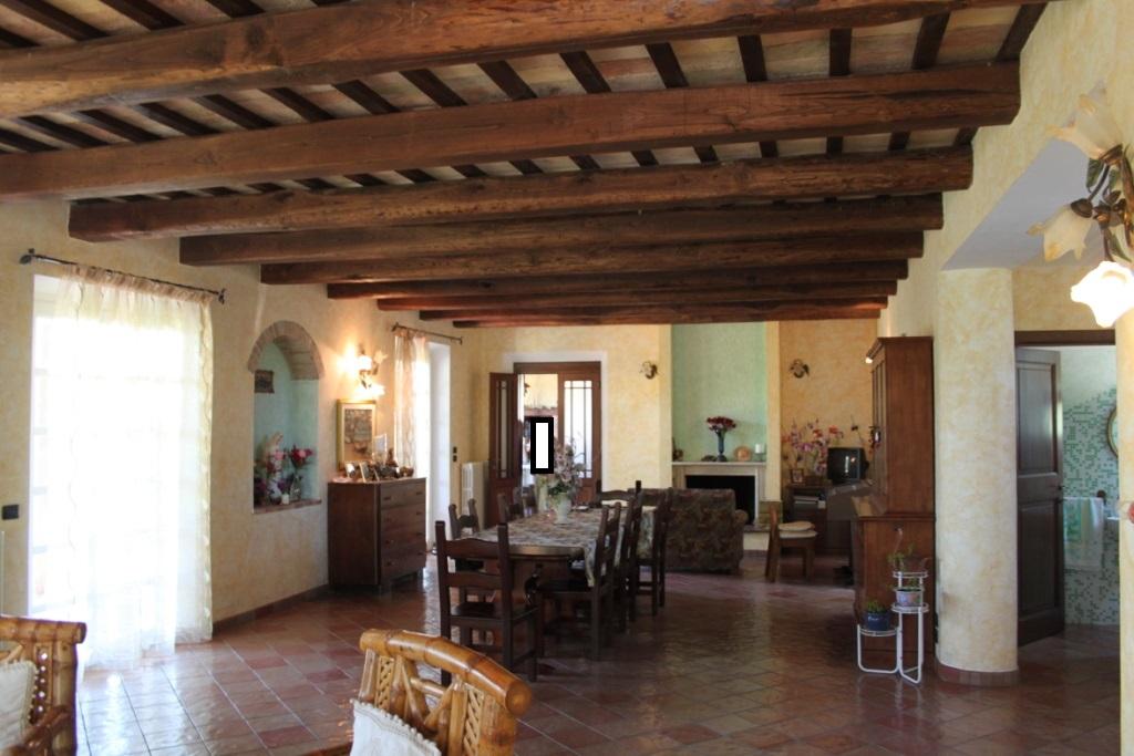 Rustico / Casale in vendita a Acquaviva Picena, 10 locali, Trattative riservate | CambioCasa.it