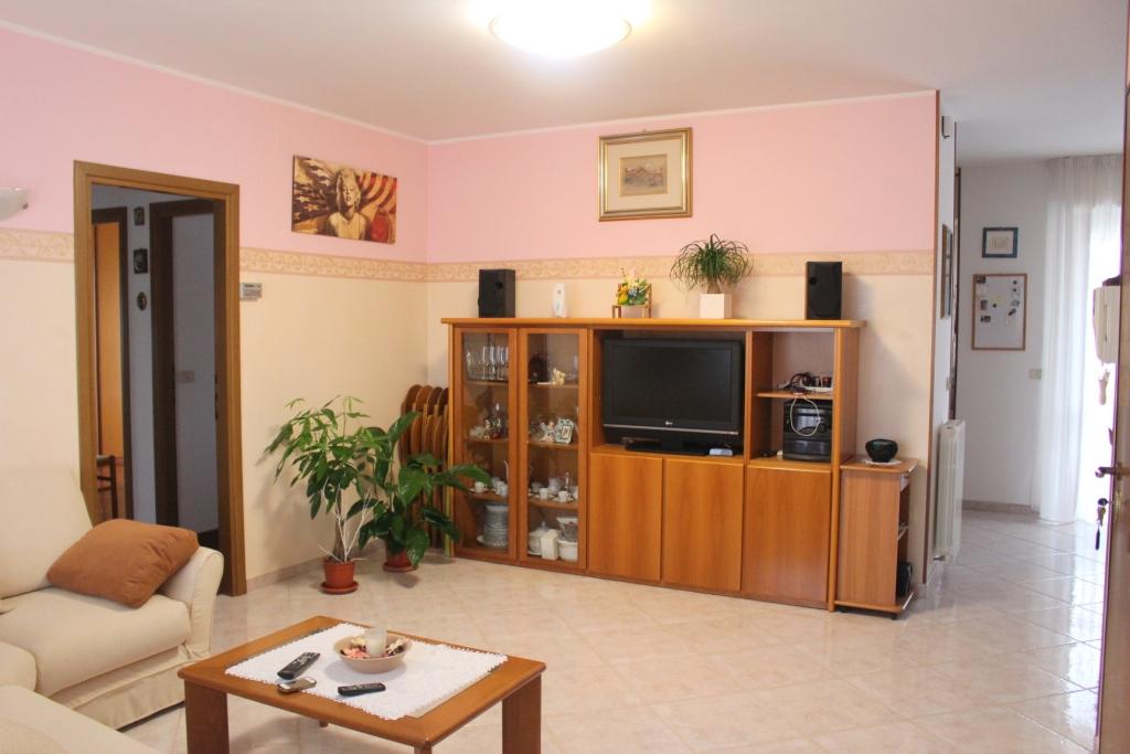Appartamento in vendita a San Benedetto del Tronto, 5 locali, zona Località: PortodAscoliAgraria, Trattative riservate | CambioCasa.it