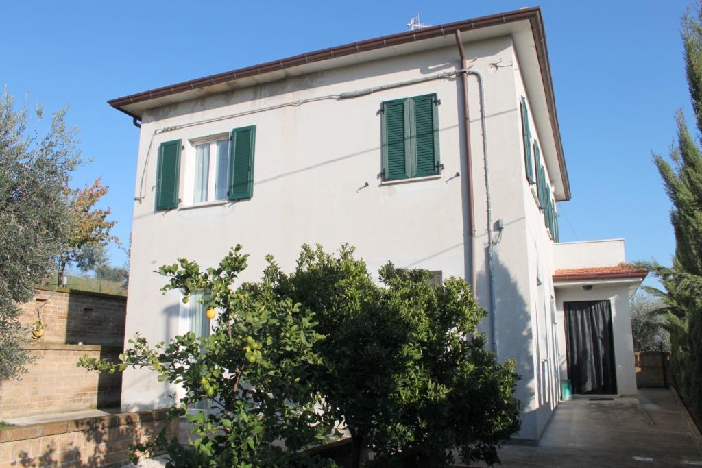 Villa in vendita a Controguerra, 6 locali, prezzo € 250.000 | CambioCasa.it