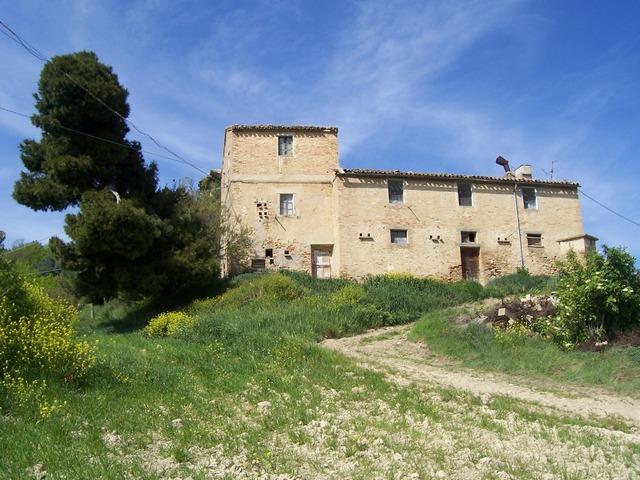Rustico / Casale in vendita a Acquaviva Picena, 10 locali, zona Località: Panoramica, prezzo € 320.000 | Cambio Casa.it