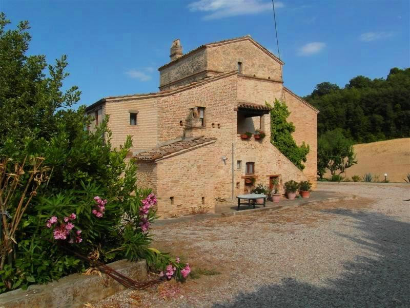 Rustico / Casale in Vendita a Acquaviva Picena