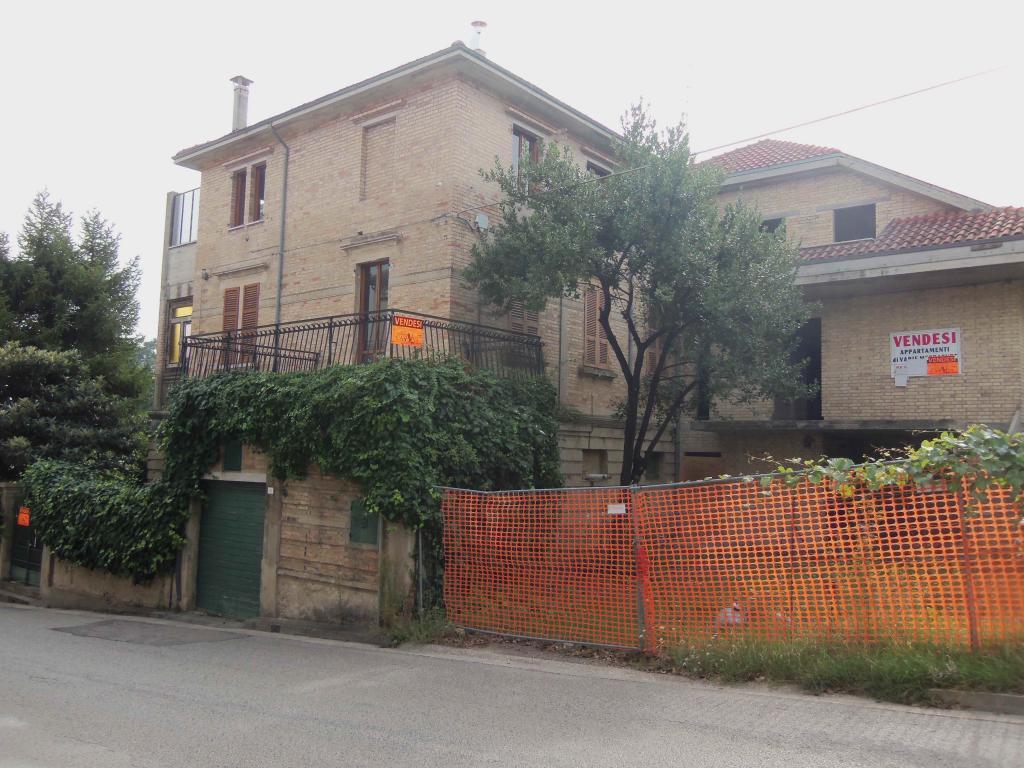 Villa in vendita a Acquaviva Picena, 20 locali, zona Località: Centrale, prezzo € 260.000 | CambioCasa.it
