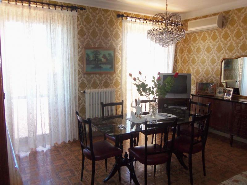 Soluzione Indipendente in vendita a Acquaviva Picena, 8 locali, zona Località: Centrostorico, prezzo € 200.000 | CambioCasa.it