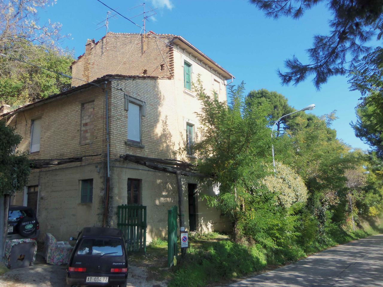 Rustico / Casale in vendita a Acquaviva Picena, 10 locali, zona Località: Centrale, prezzo € 165.000 | Cambio Casa.it