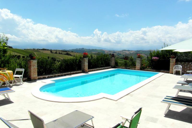 Rustico / Casale in vendita a Acquaviva Picena, 12 locali, zona Zona: Forola, prezzo € 750.000 | Cambio Casa.it