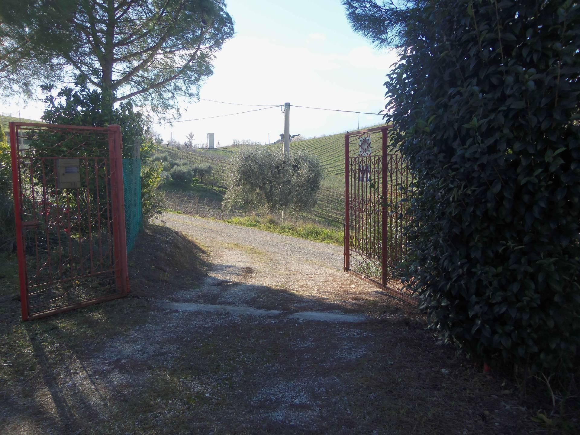 Rustico / Casale in vendita a Acquaviva Picena, 3 locali, zona Zona: Forola, prezzo € 105.000   CambioCasa.it