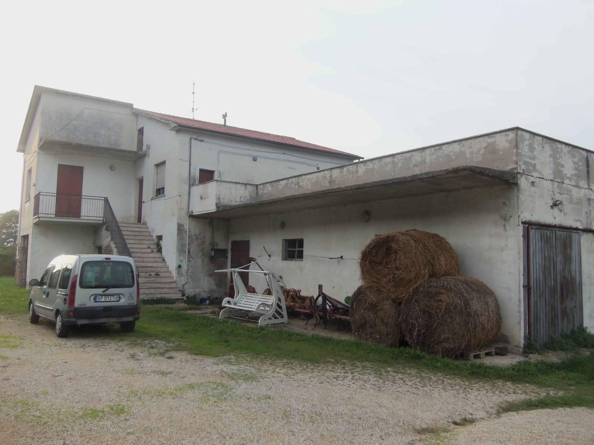 Rustico / Casale in vendita a Colonnella, 9 locali, prezzo € 315.000 | CambioCasa.it
