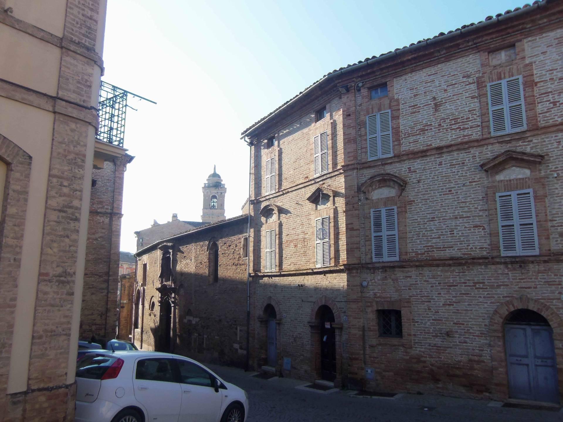 Soluzione Indipendente in vendita a Offida, 11 locali, zona Località: CentroStorico, prezzo € 350.000 | Cambio Casa.it