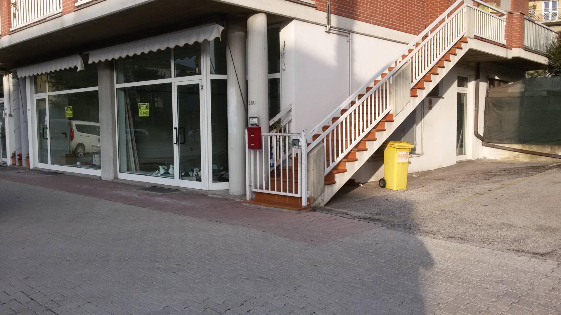 Attività / Licenza in affitto a Monteprandone, 9999 locali, zona Zona: Centobuchi, prezzo € 1.400 | Cambio Casa.it