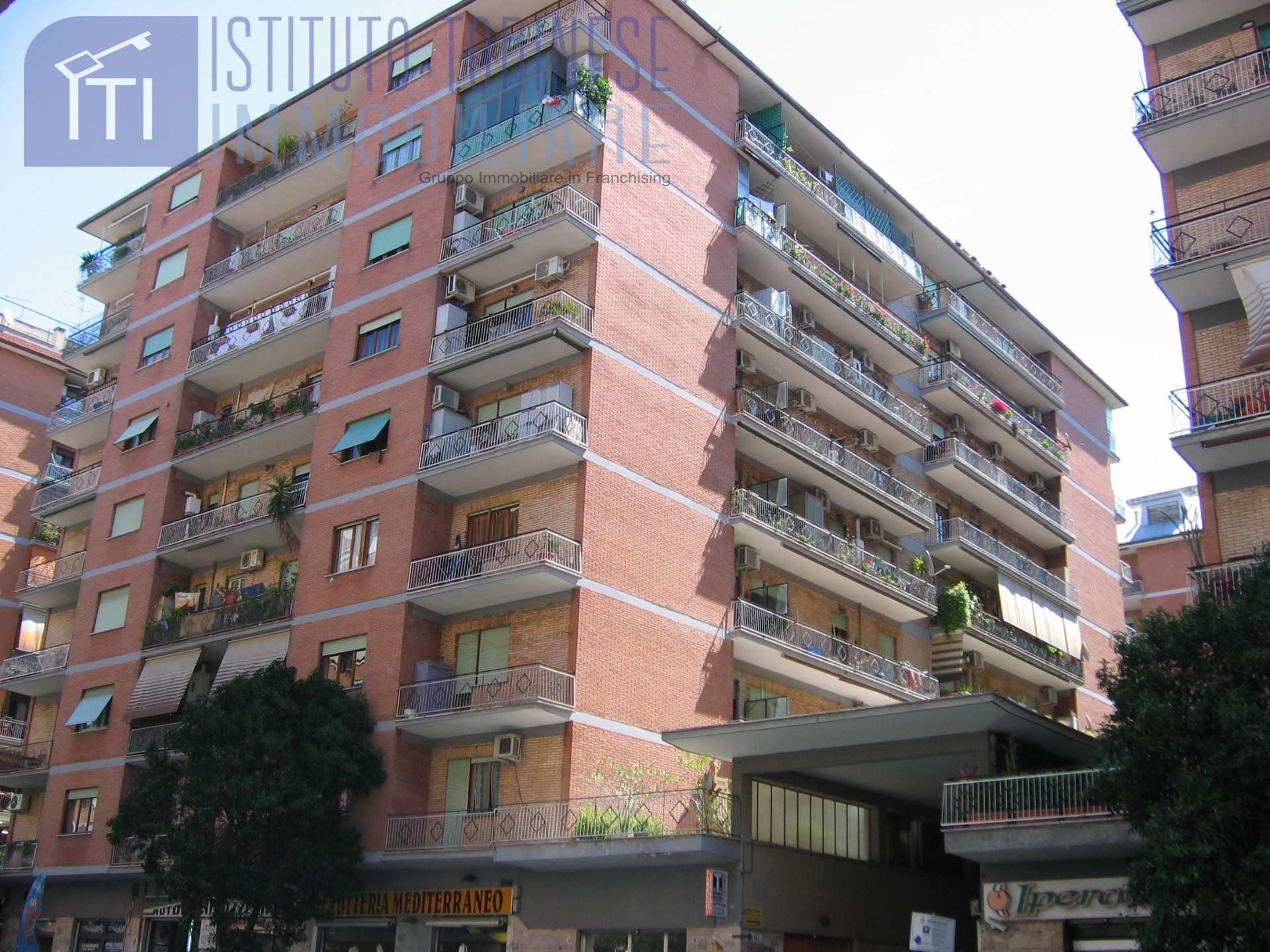 vendita appartamento roma tuscolano/don bosco/cinec  249000 euro  4 locali  100 mq