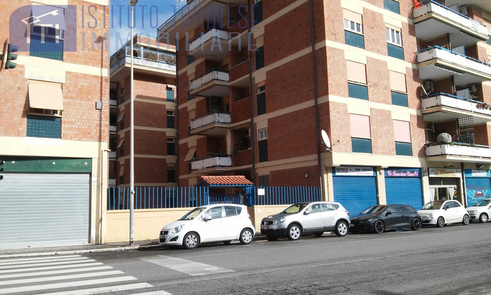Iti 042 32205 box posto auto in affitto a roma ostia for Affitto spazio roma