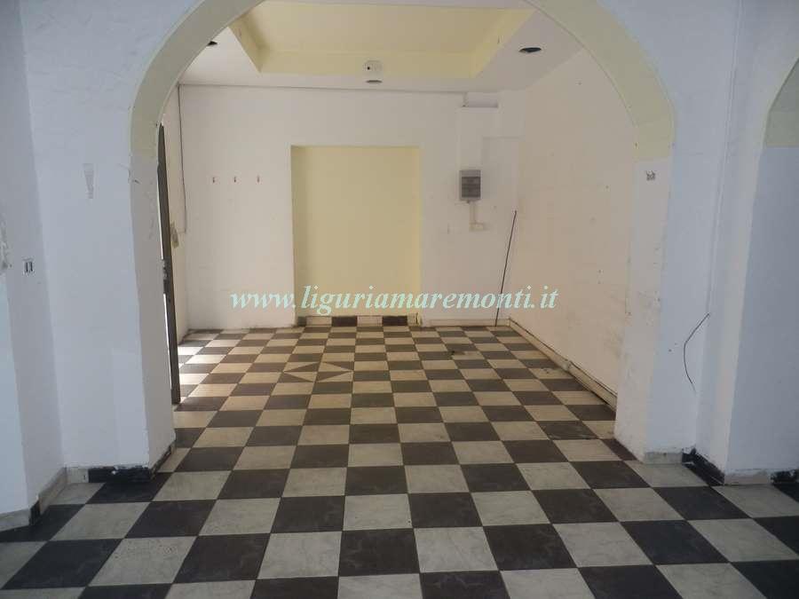 Negozio / Locale in vendita a Savona, 9999 locali, zona Zona: Villapiana, prezzo € 135.000 | CambioCasa.it
