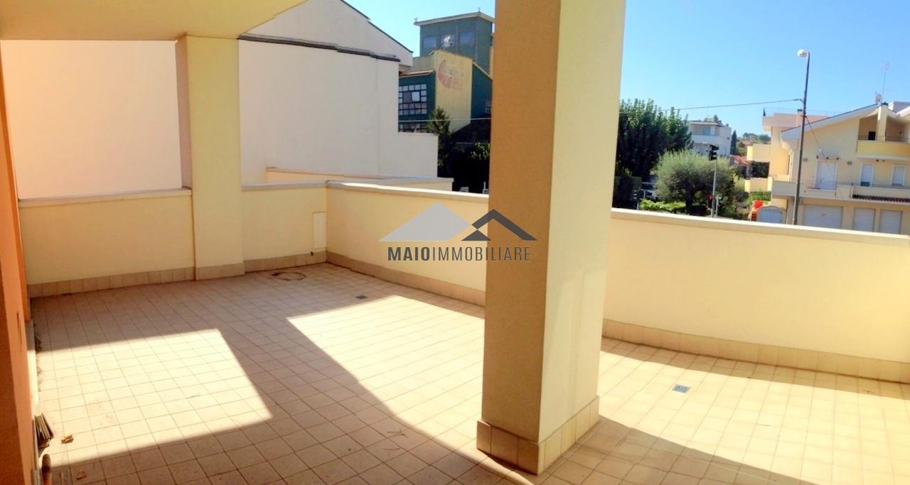 Appartamento in vendita a Riccione, 3 locali, zona Località: TERME, prezzo € 230.000 | CambioCasa.it