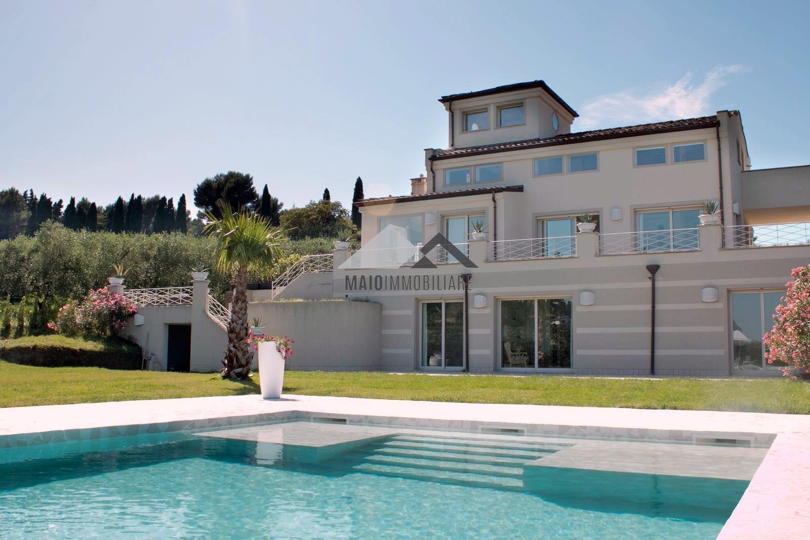 Villa in affitto a Misano Adriatico, 8 locali, Trattative riservate | Cambio Casa.it