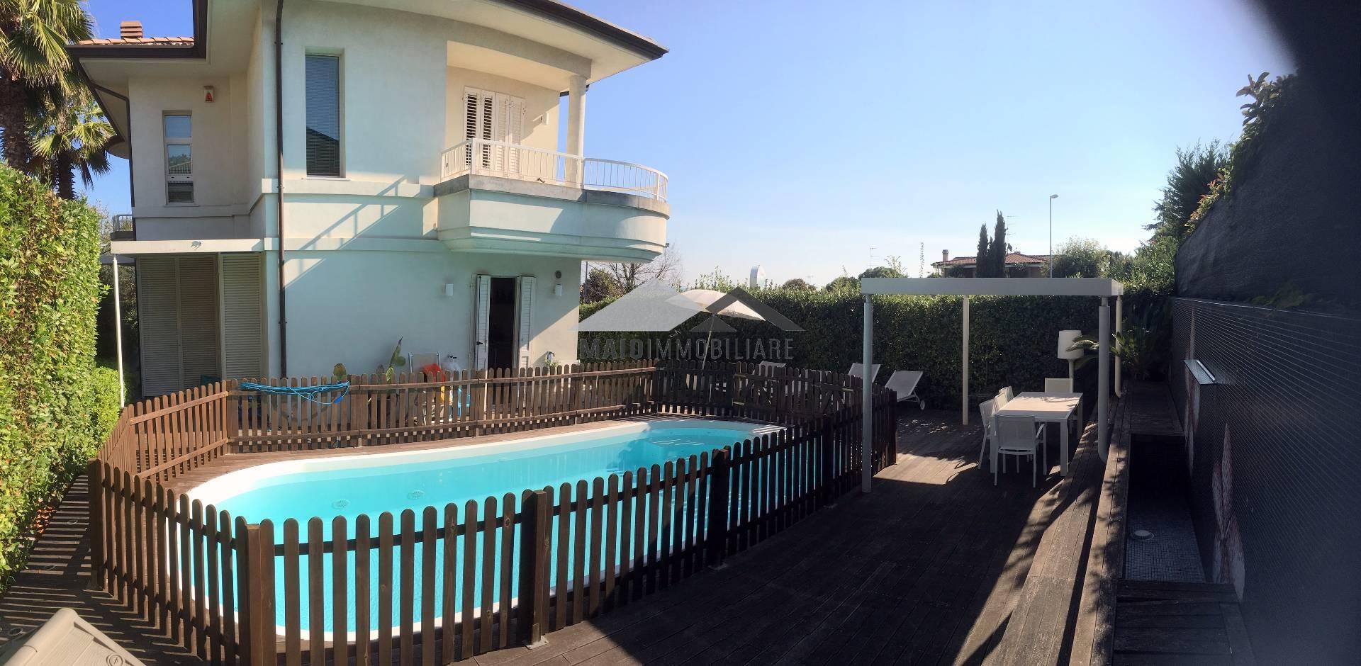 Villa in vendita a Riccione, 3 locali, zona Località: COLLEDEIPINI, prezzo € 1.180.000 | Cambio Casa.it