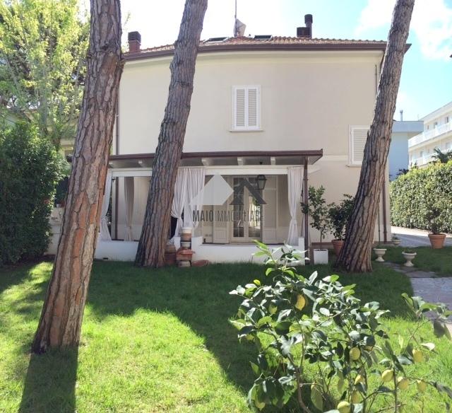 Villa in vendita a Riccione, 8 locali, zona Località: ABISSINIA, Trattative riservate | Cambio Casa.it