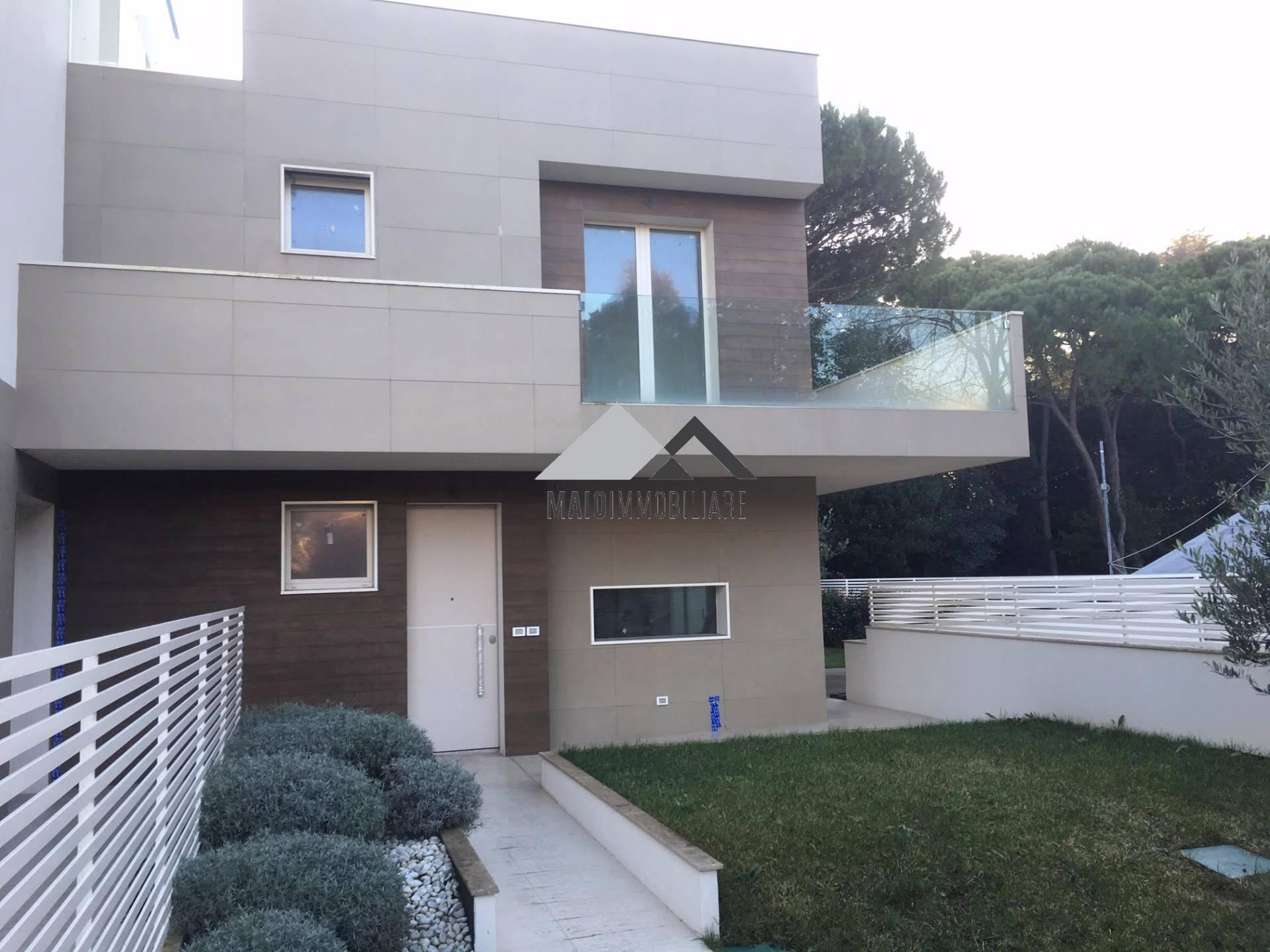 Villa in vendita a Riccione, 4 locali, zona Località: PAESE, prezzo € 1.000.000 | CambioCasa.it