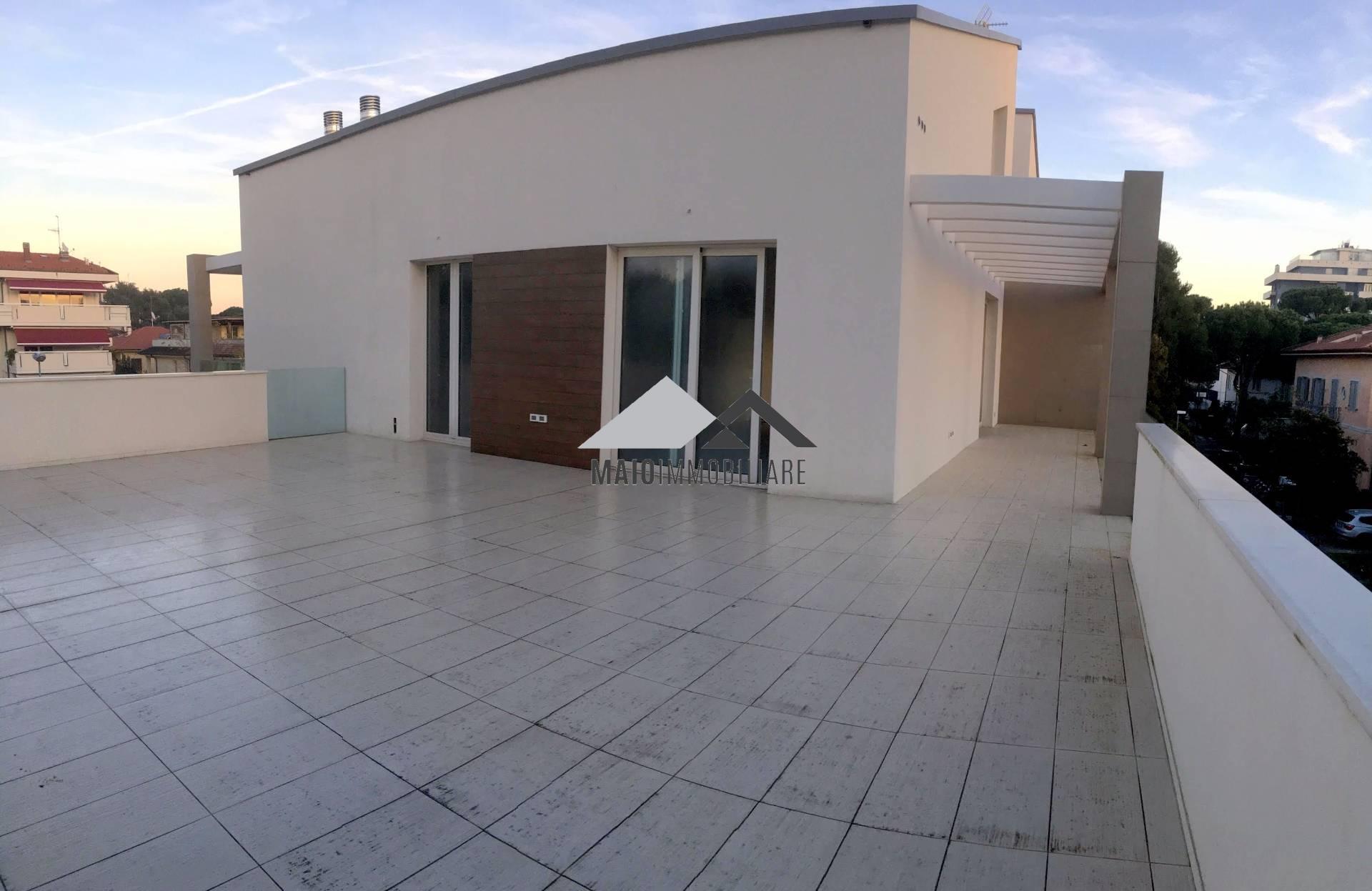 Attico / Mansarda in vendita a Riccione, 5 locali, zona Località: PAESE, prezzo € 1.160.000 | CambioCasa.it