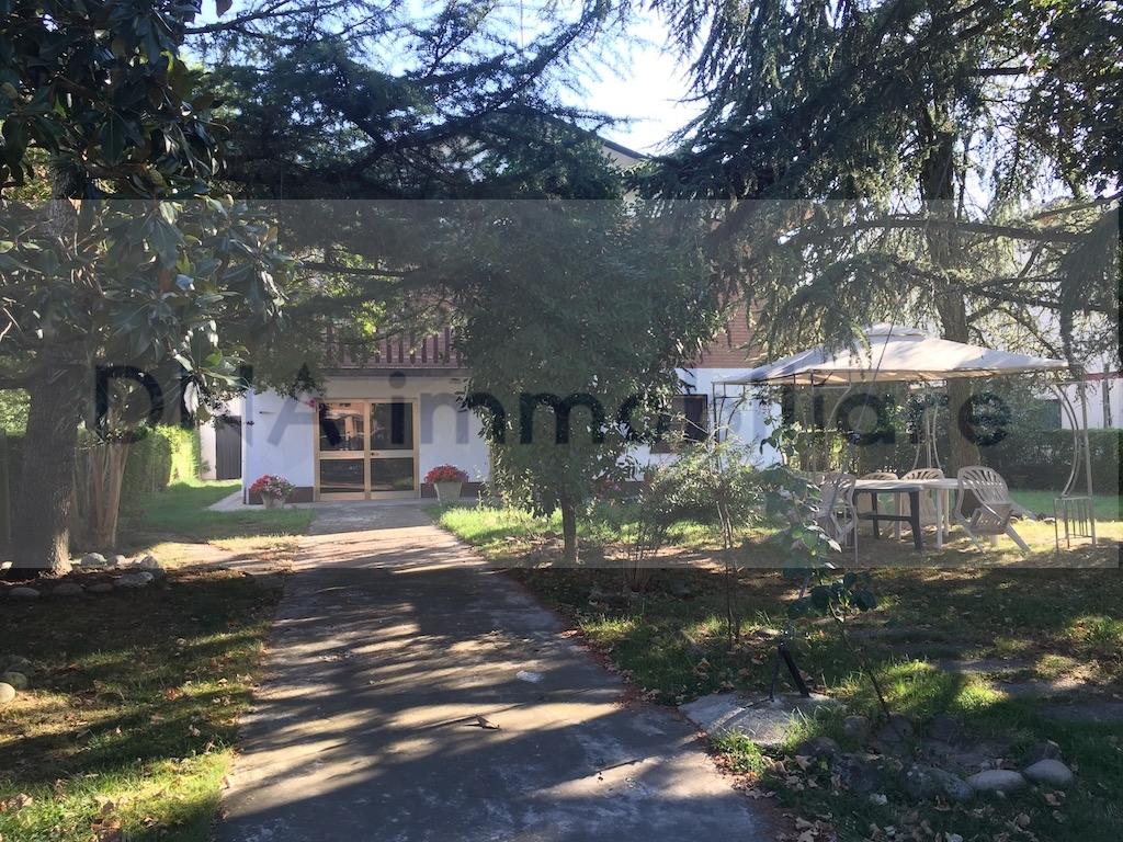 Soluzione Indipendente in vendita a Ro, 7 locali, zona Zona: Ruina, prezzo € 95.000   CambioCasa.it