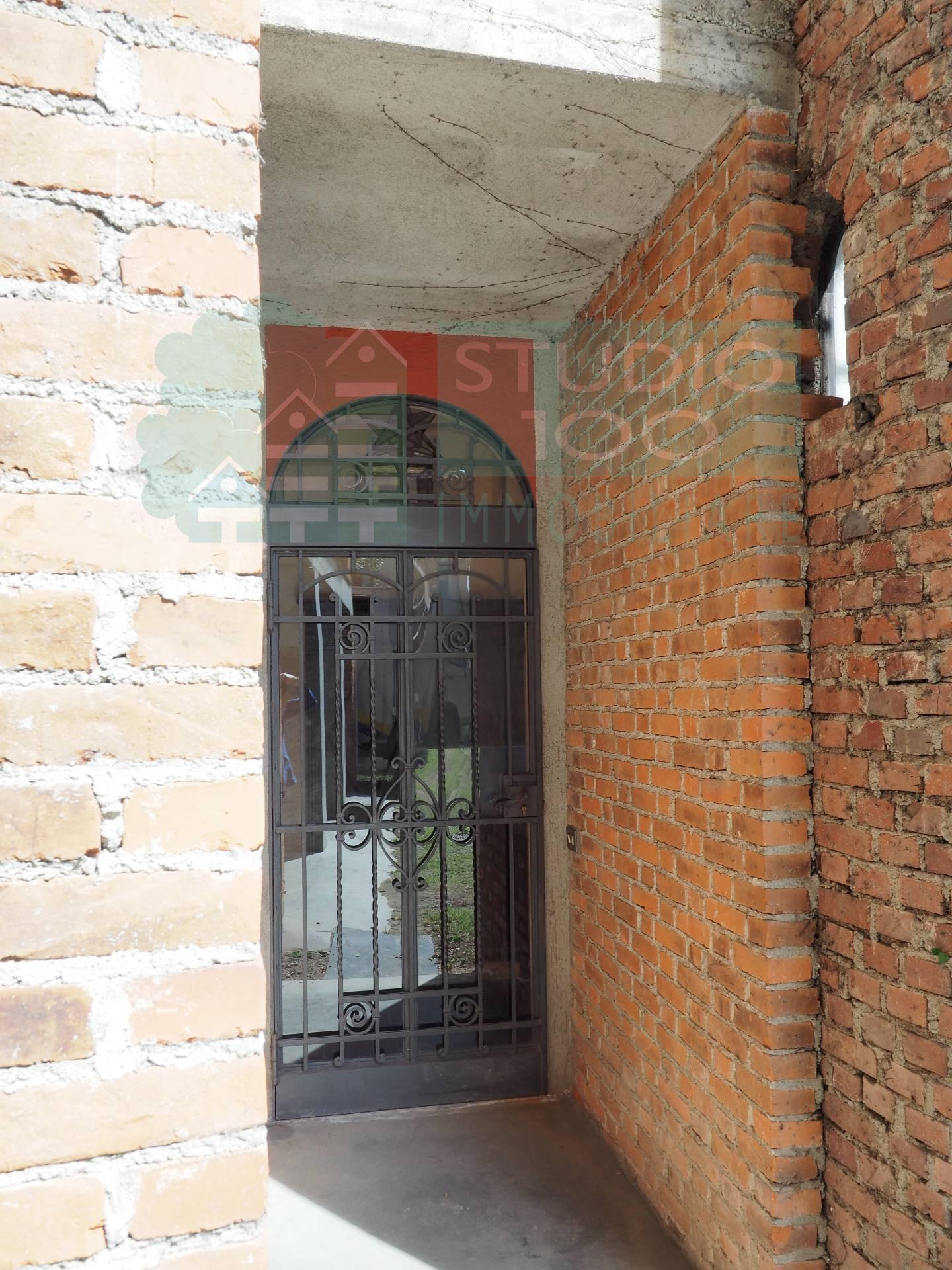 Villa in vendita a Casorate Sempione, 6 locali, prezzo € 390.000 | CambioCasa.it