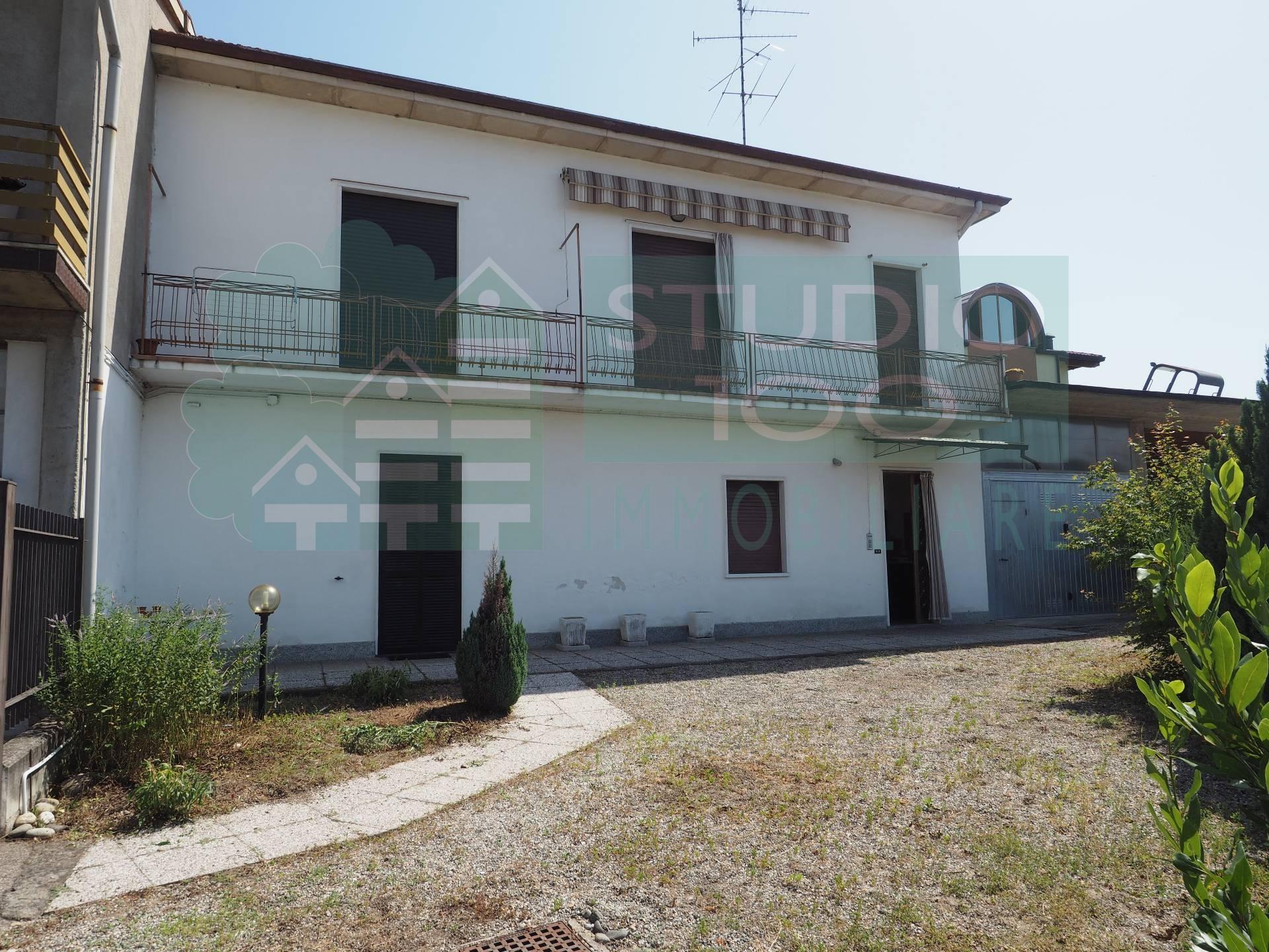 Soluzione Indipendente in vendita a Casorate Sempione, 5 locali, prezzo € 98.000 | CambioCasa.it