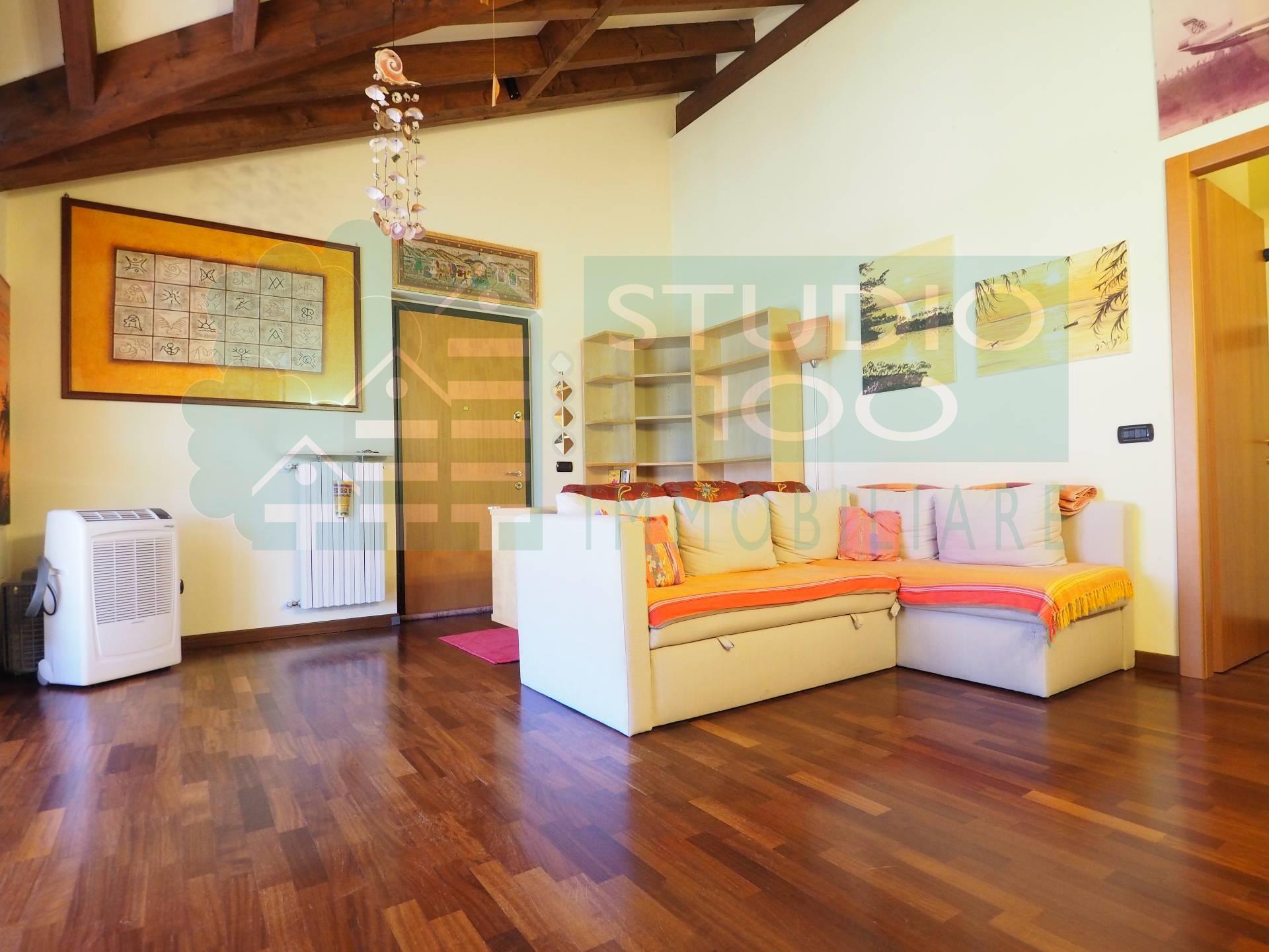 Appartamento in vendita a Casorate Sempione, 3 locali, prezzo € 134.000 | CambioCasa.it