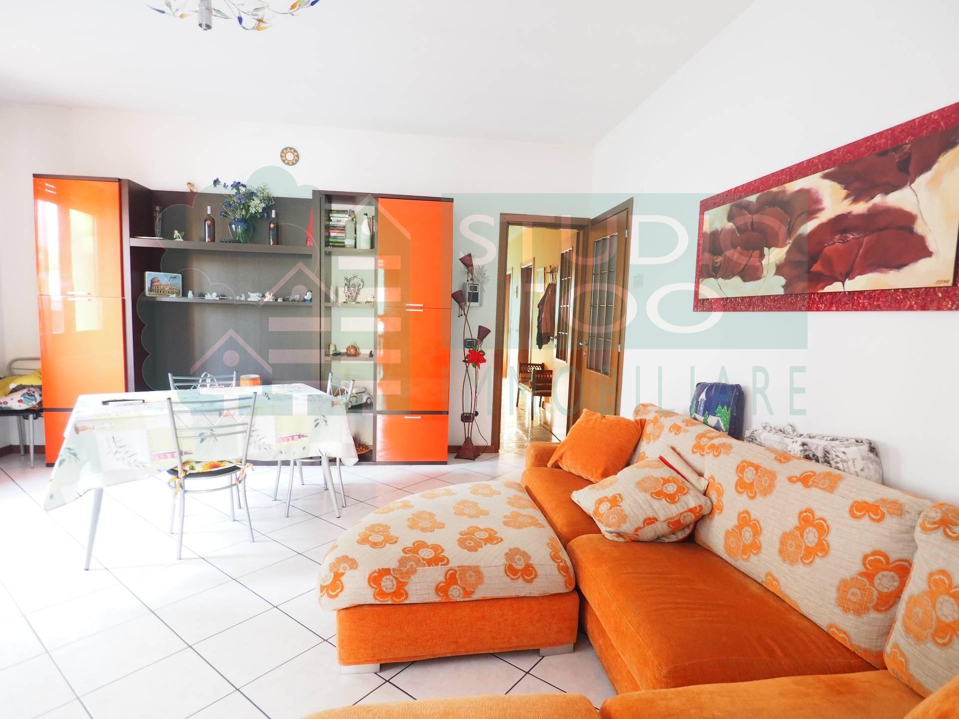 Villa in vendita a Casorate Sempione, 5 locali, prezzo € 320.000 | CambioCasa.it
