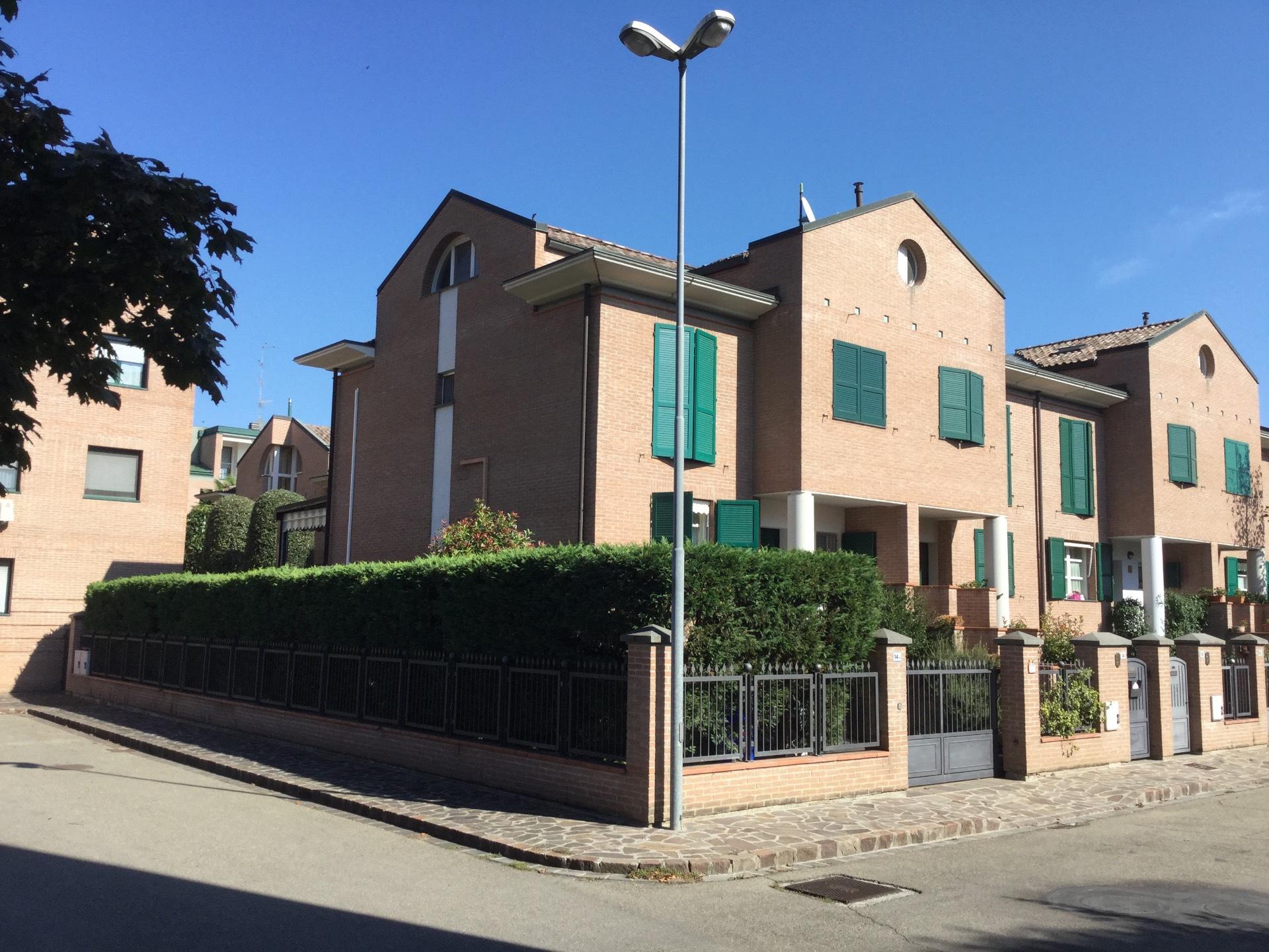 Villa in vendita a Carpi, 6 locali, prezzo € 420.000 | Cambio Casa.it